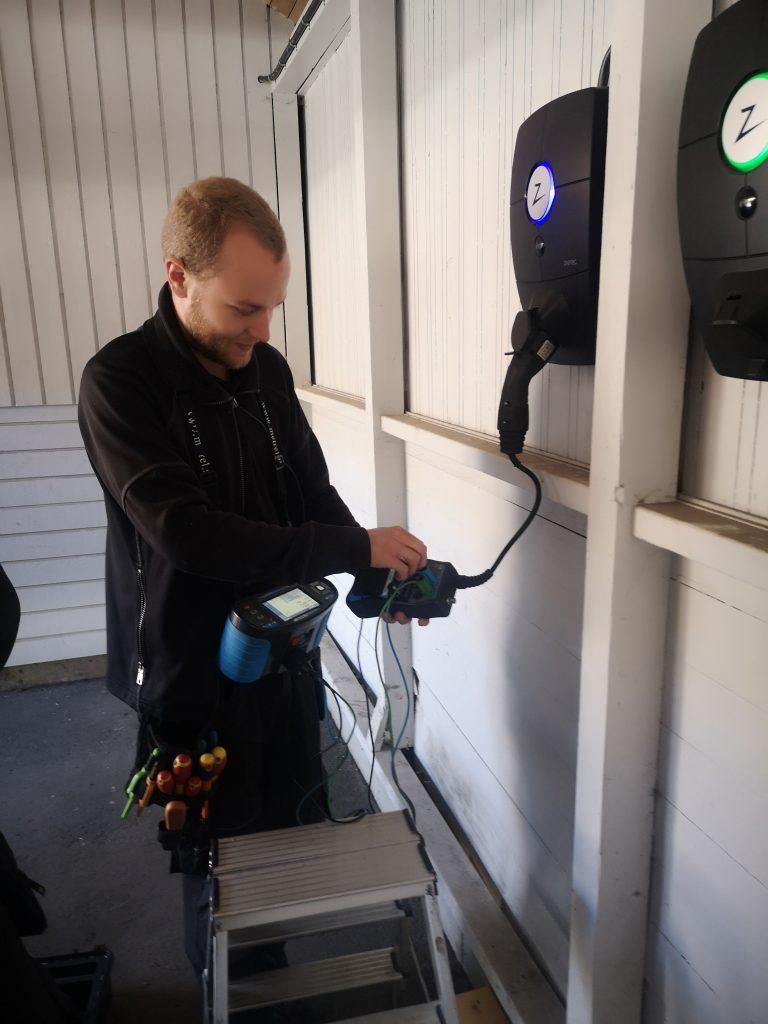 Drifttagning Nya ZapTec Pro Elbilsladdare av vår elektriker i Simrishamn